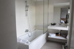 Salle de bains dans l'établissement Le Clos des Oliviers Grimaud