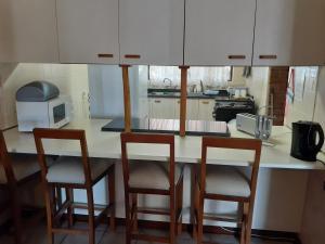 A kitchen or kitchenette at Turtleshaven