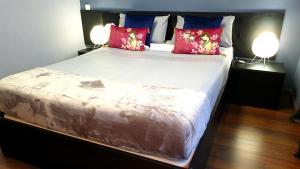 Ein Bett oder Betten in einem Zimmer der Unterkunft Apartamentos Madrid Titania