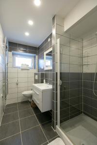 A bathroom at Apartment Špica