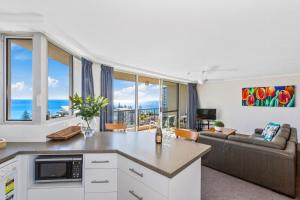 A kitchen or kitchenette at Rainbow Commodore Apartments