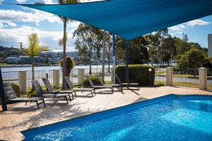 The swimming pool at or near Sails Luxury Apartments Merimbula