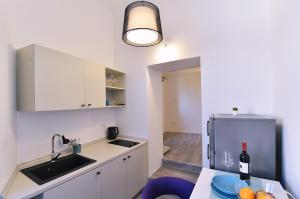 A kitchen or kitchenette at Apartments PIA Volosko, Opatija