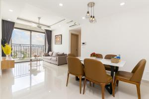 A seating area at Rivergate Luxury Apartment-Ben Thanh market