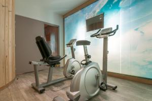 The fitness center and/or fitness facilities at Skissim Select - Résidence Atria-Crozats 4* by Travelski