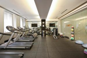 The fitness center and/or fitness facilities at The Beekman Tower