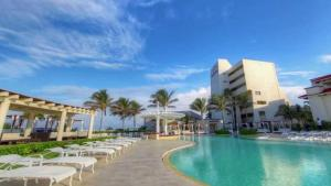 The swimming pool at or close to Ocean Front Condo in Hotel Zone