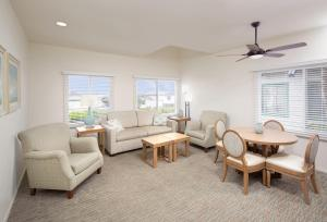 A seating area at WCH at Wave Crest Resort