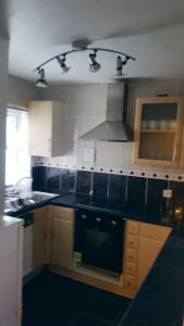 A kitchen or kitchenette at Fresh, Modern & Excellent Transport Links