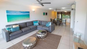 A seating area at Waters Edge Apartment Cairns