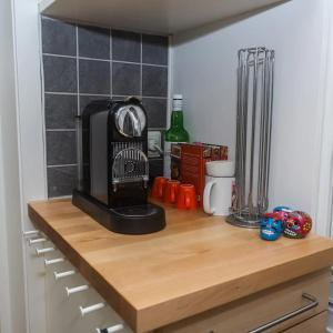 Coffee and tea-making facilities at Stayplus 1BR Smart, comfy apt by OsloMet University