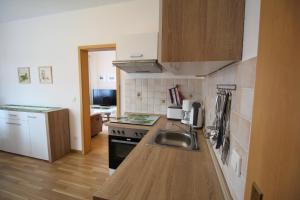 A kitchen or kitchenette at Ferienwohnung Zum Lilienstein