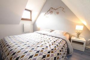 Ein Bett oder Betten in einem Zimmer der Unterkunft Colmar City Center - Appartement PETIT OURS - BookingAlsace