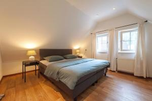 A bed or beds in a room at Vakantiehuis Villa 63