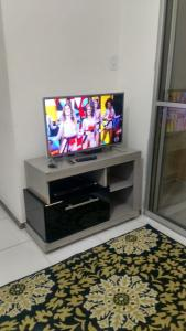 Una televisión o centro de entretenimiento en Caminho dos ventos - Aruana