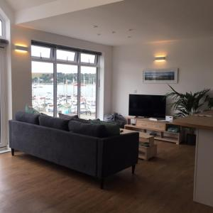 A seating area at Tidemill House 5b Apartment