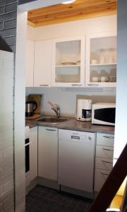 Majoituspaikan Tervakosken Tervaniemi keittiö tai keittotila