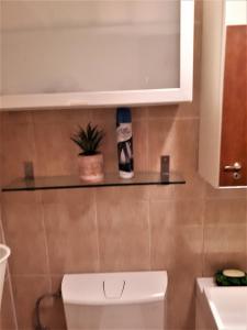 A bathroom at Apartment in Bucuresti Titan