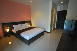A bed or beds in a room at Baan Mina