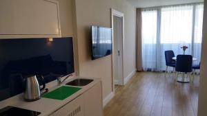 Телевизор и/или развлекательный центр в Orbi City sea view