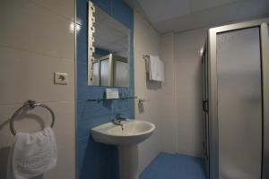 Een badkamer bij Apartamentos Tinoca