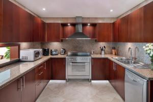 A kitchen or kitchenette at JA Oasis Beach Tower Apartments