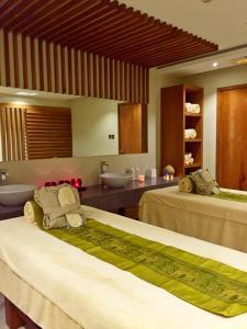 A kitchen or kitchenette at Staybridge Suites Yas Island Abu Dhabi