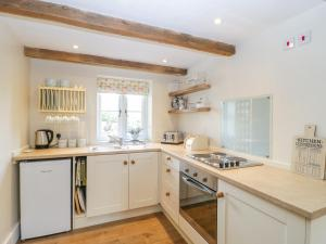 A kitchen or kitchenette at Cosy Rook