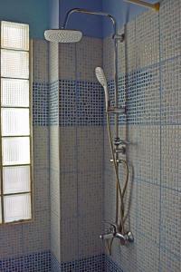A bathroom at Ilios Studios