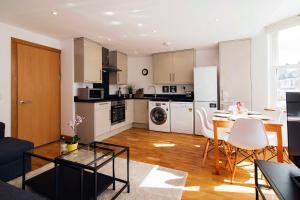 A kitchen or kitchenette at The Fulham Mirabel Gem