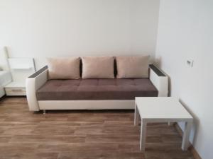 A seating area at Apartment on Shugayeva 3/3
