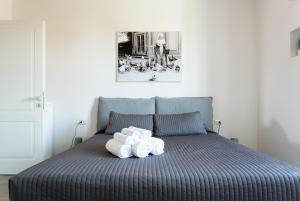 A bed or beds in a room at Milano Apartments Vigevano