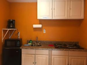 A kitchen or kitchenette at Comfy Studio, Perfect Location, Beaches