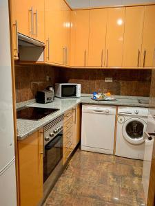 A kitchen or kitchenette at New Point Madrid Apartments