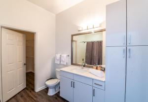 A bathroom at Atlantic Station 2 BR Condos w Pool