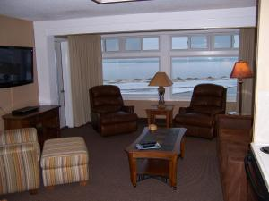 A seating area at Pinestead Reef Resort