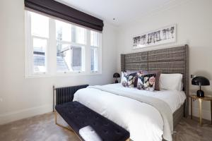 A bed or beds in a room at Sonder — King Street