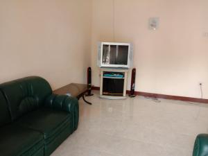 A television and/or entertainment centre at VILLA KUSUMA AGRO KOTA BATU