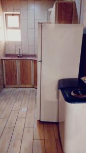 A kitchen or kitchenette at النايفة للوحدات السكنية المفروشة