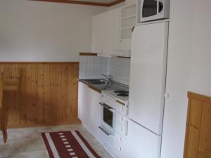 A kitchen or kitchenette at Oltjärns Stugby
