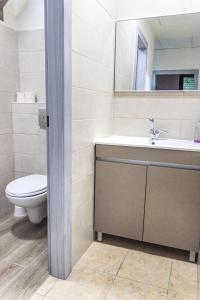 A bathroom at Mary's Well 3BR By Ahlan Hospitality