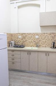 A kitchen or kitchenette at Mary's Well 3BR By Ahlan Hospitality