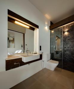 A bathroom at Three Gables Boutique Villa