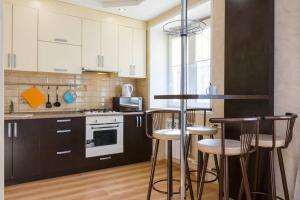 A kitchen or kitchenette at Добрые Сутки на Октябрьском проспекте