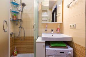 A bathroom at Добрые Сутки на Октябрьском проспекте
