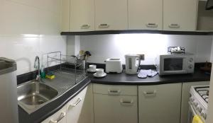 A cozinha ou cozinha compacta de Apart Sky Costanera San Sebastián
