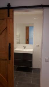 A bathroom at lodderlogies
