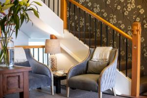 A seating area at Majestic Mansions – Apartments at St Clair