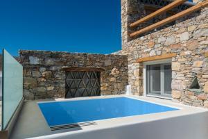 Бассейн в Onar Suites & Villas или поблизости
