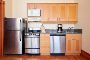 A kitchen or kitchenette at Sonder — East Village Bungalows